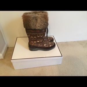 Coach Lizzie Hldy Fur Boots